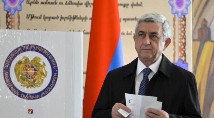 """아르메니아 총리, 반정부 시위에 """"사임"""""""