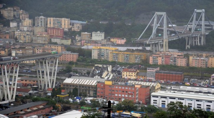 이탈리아 고가도로 붕괴...최소 22명 사망