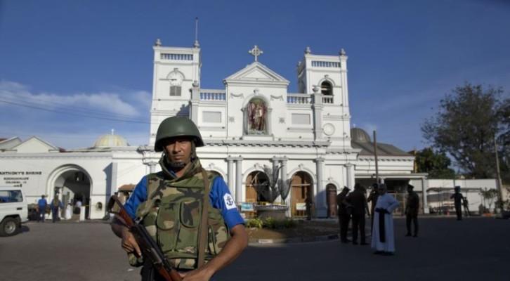 스리랑카 테러 용의자 은신처 총격전…시신 15구 수습